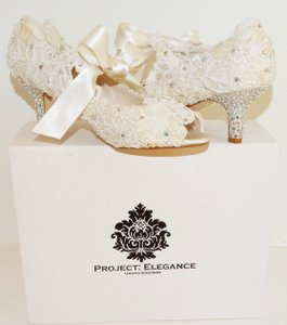 Project Elegance Rita Lace Shoes ~ Peep Toe ~ 2.5