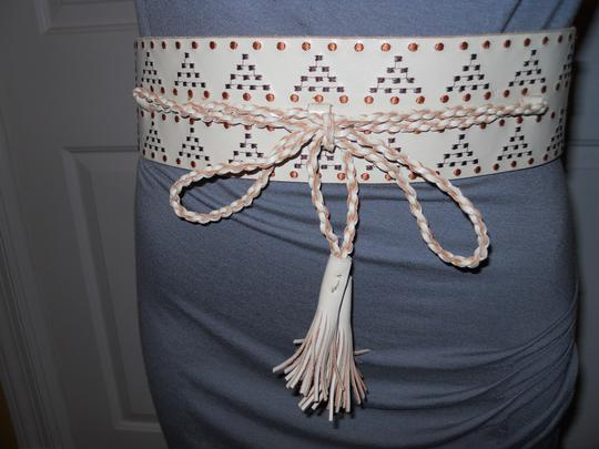 Other embroidered leather with elastic