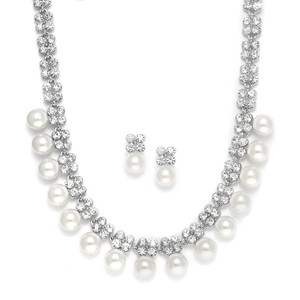 Crystal Clovers & Pearls Necklace & Earrings Set