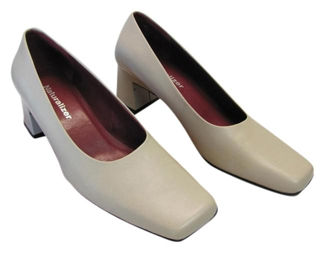 Naturalizer Neutral Leather M Very Good Condition Pumps Size US 6 Regular (M, B) Naturalizer Neutral Leather M Very Good Condition Pumps Size US 6 Regular (M, B) Image 1