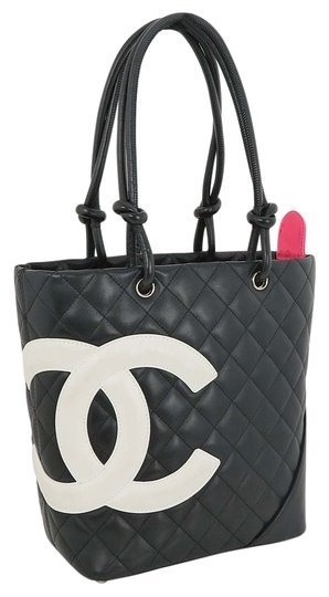 Preload https://img-static.tradesy.com/item/6276880/chanel-quilted-small-purse-black-leather-tote-0-0-540-540.jpg