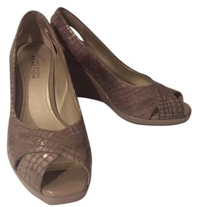 Kenneth Cole Reaction Wedgeshoes Patterns Details Comfortable beige and light brown Wedges