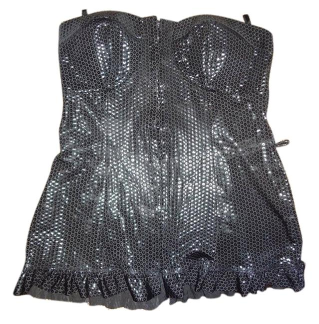 Preload https://img-static.tradesy.com/item/6286372/charlotte-russe-black-night-out-top-size-10-m-0-0-650-650.jpg