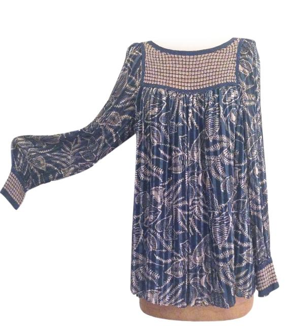 Preload https://item4.tradesy.com/images/bcbgmaxazria-blue-printed-sheer-silk-peasant-blouse-night-out-top-size-8-m-6288103-0-0.jpg?width=400&height=650