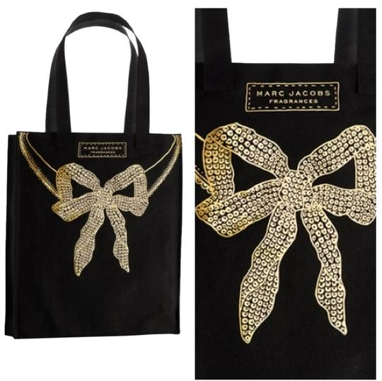 Preload https://img-static.tradesy.com/item/6314509/marc-jacobs-fragrances-black-gold-canvas-tote-0-0-540-540.jpg