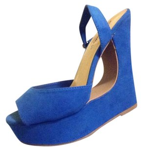 Breckelle's Blue Wedges