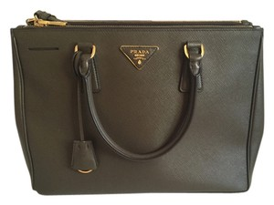Prada Leather Bags - Up to 70% off at Tradesy cf0aeb005a3b2
