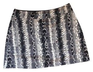 colorado clothing co Stretch Soft Lined Pull On Mini Mini Skirt Black, white, grey