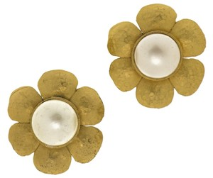 Chanel Chanel Vintage Pearl Daisy Earrings