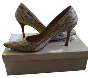 Manolo Blahnik Grey/white snake print Pumps