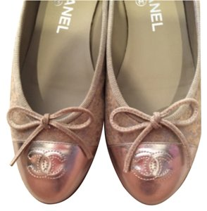 Chanel Beige/gold Flats