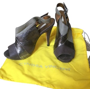 Twelfth St. by Cynthia Vincent Metallic Pumps