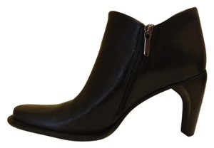 BCBGMAXAZRIA Leather Detail Black Boots