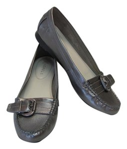 Nickels New Size 8.50 Excellent Condition Grayish/Silver Flats