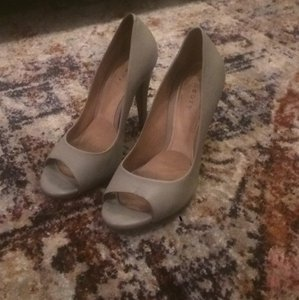 Theory Light grey Pumps