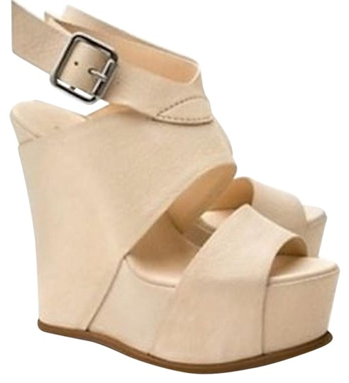 Vera Wang Lavender Label Cream Sandals