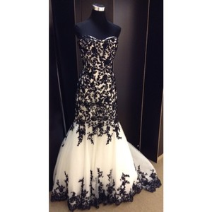 Allure Bridals Diamond White/ Black Lace Formal Wedding Dress Size 12 (L)