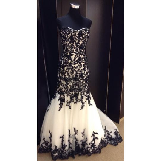 Preload https://img-static.tradesy.com/item/6470212/allure-bridals-diamond-white-black-lace-formal-wedding-dress-size-12-l-0-0-540-540.jpg