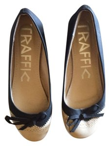 Traffic People Black and tan Flats