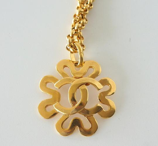 Chanel Chanel Gold CC Flower Necklace Image 2
