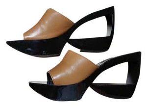 Robert Clergie Camel+black Wedges