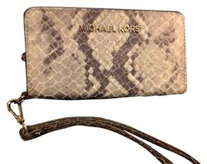 Michael Kors iPhone 6 Wristlet