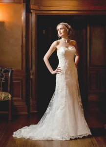 Maggie Sottero Ivory Emma Gown Traditional Wedding Dress Size 6 (S)