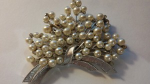 Trifari Vintage Costume Brooch In Silver With Pearls And Rhinestones