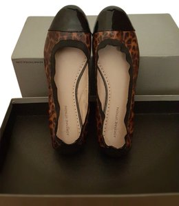 Adrienne Vittadini brown/black Flats