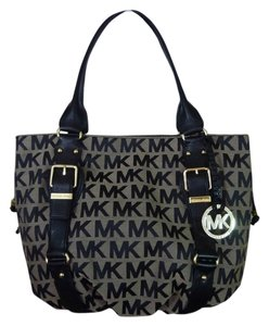 Michael Kors Tote in Beige/Black