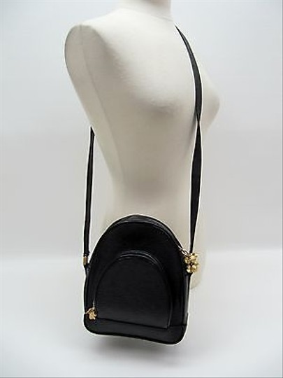 Preload https://item4.tradesy.com/images/other-messenger-and-cross-body-bag-black-6546088-0-0.jpg?width=440&height=440