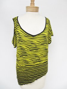bebe Womens Black Zebra Short Sleeve Asymmetric Shirt P Top Yellow
