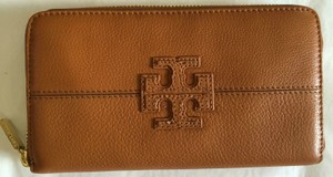 Tory Burch NEW with Tag Authentic TORY BURCH Stacked T Zip Around Continental Leather Wallet- Vintage Vachetta