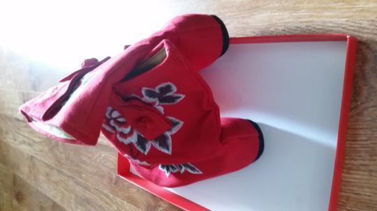 buyi Red Boots