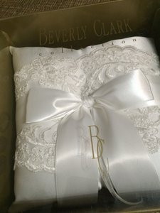 Beverly Clark White Chantilly Lace 223b Ring Bearer Pillow