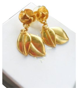 Chanel Chanel Gold Earrings Vintage CC Flowers