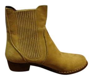 Marc by Marc Jacobs Suede Comfortable Chelsea Beige Boots