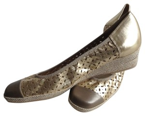 Sesto Meucci Leather Espadrillr Cut Out Never Worn Gold Wedges