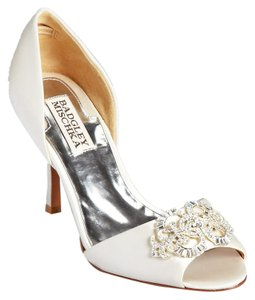 Badgley Mischka Salsa White Satin Heels 7.5 Vanilla Pumps