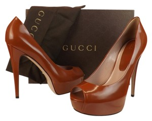 Gucci rust Pumps