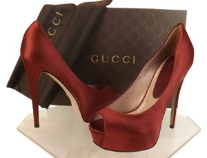 Gucci wine Pumps