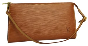 Louis Vuitton Epi Leather Clutch Wristlet 3 In 1 Cosmetic Clutch Make-up Pouch Leather 3 Way Shoulder Bag