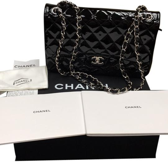 Preload https://img-static.tradesy.com/item/6664321/chanel-double-flap-black-patent-leather-cross-body-bag-0-0-540-540.jpg