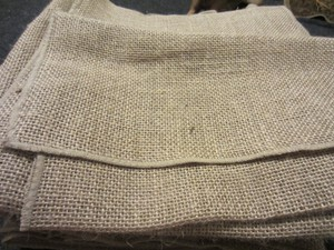 Burlap/ Brown/ Jute 108-inch Table Runners with Finished Edges - Quantity 19 Tableware