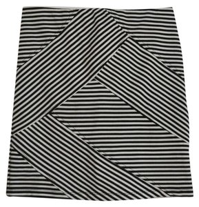 Xhilaration Mini Skirt Black / White
