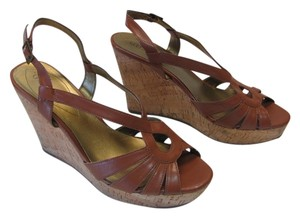 Guess Very Good Condition Size 10.00 M Cognac Wedges