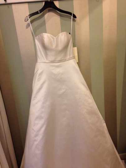 Birnbaum and Bullock Ivory Traditional Wedding Dress Size 8 (M)