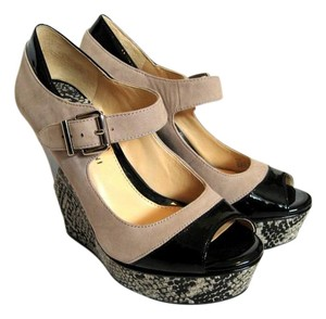 Gianni Bini Snakeskin Wedge Tan and Black Wedges