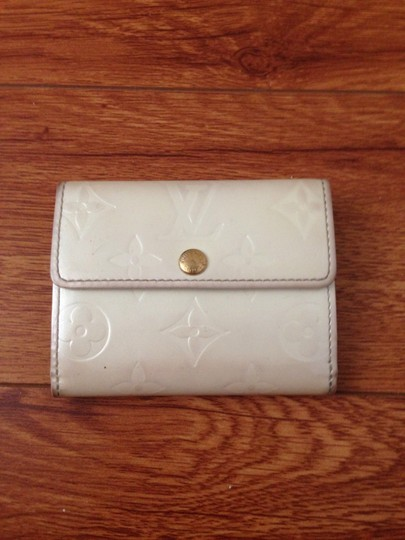 Preload https://item5.tradesy.com/images/louis-vuitton-pearl-white-card-wallet-6734944-0-0.jpg?width=440&height=440