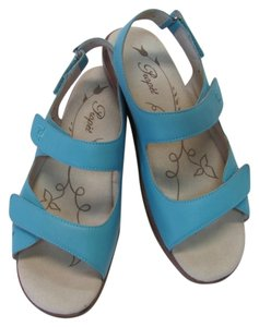 Propet Leather Size 7.00 M Very Good Condition BLUE Sandals